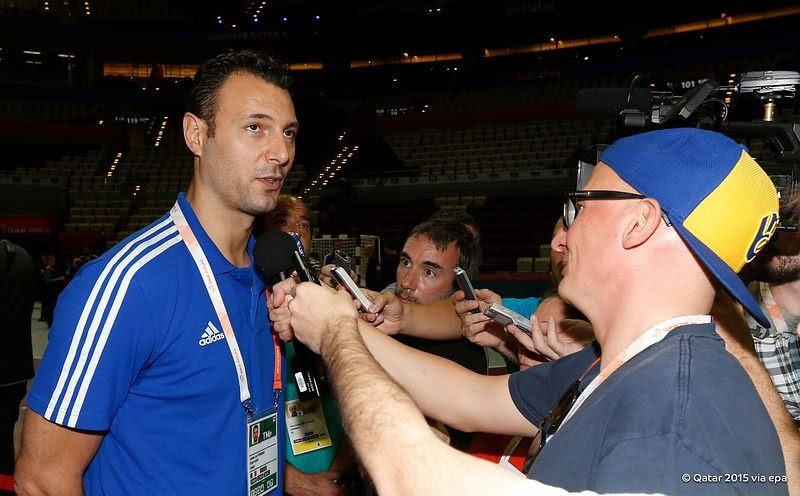 Claude Onesta a francia válogatott szövetségi kapitánya több helyen is nyilatkozott, hogy a fiatalitás jegyében, továbbiakban nem számít Jerome Fernandezre(1977) aki 385 alkalommal volt válogatott. Biztosan elbúcsuztatják illően a kitünő játékost, aki 1997-ben mutatkozott be a nemzeti válogatottban. Nyert Olimpiát, VB-t és EB-t.