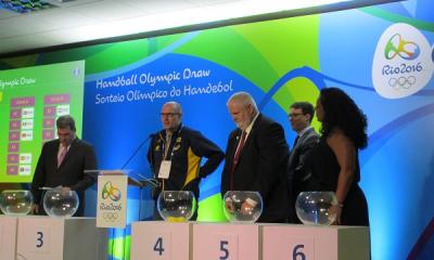 A Nemzetközi Kézilabda-szövetség (IHF) Rió de Janeiróban a Future Arénában a mérkőzések helyszinén elkészitette az olimpiai kézilabda torna csoportbeosztását. FÉRFIAK A-CSOPORT.Franciaország,Dánia,Horvátország,Tunézia,Katar,Argentína. B-CSOPORT.Lengyelország,Szlovénia,Svédország,Brazília,Németország,Egyiptom. NŐK A-CSOPORT.Norvégia,Románia,Montenegró,Brazília,Spanyolország,Angola. B-CSOPORT.Hollandia,Oroszország,Svédország,Franciaország,Argentína,Dél-Korea.
