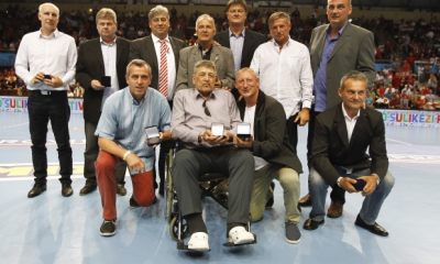 A Magyar Kézilabda Szövetség köszöntötte a 30 évvel ezelőtti világbajnokságon ezüstérmet szerzett magyar férfiválogatottat.