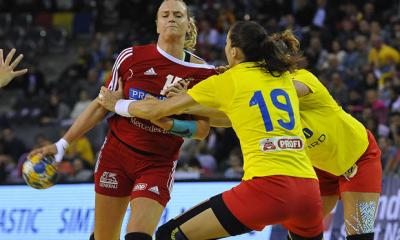 Magabiztos győzelmet aratott a magyar női válogatott Románia ellen Romániában, a kolozsvári Kárpát Kupa döntőjében, így megnyerte a viadalt, ám Kovacsics és Szucsánszki Eb-szereplése is kérdéses. Női Kárpát Kupa, döntő: